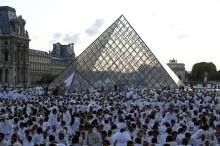 Diner en Blanc Paris Louvre